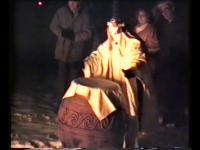 Milena Kosec - Ceremonialni sežig ptičjih strašil v vrtu vile Katarina